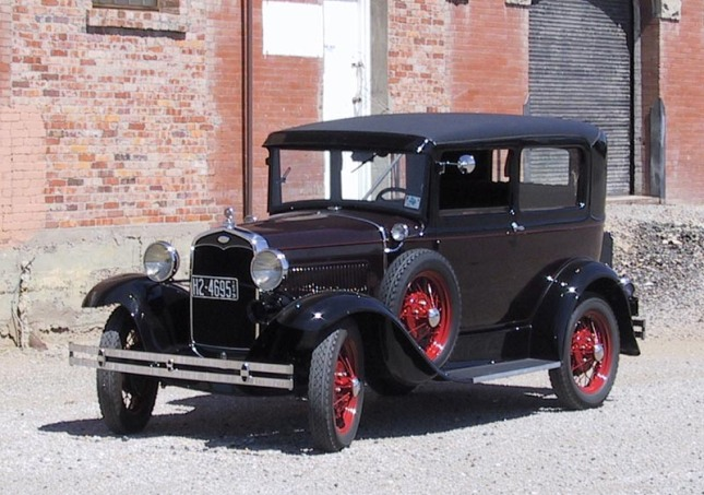 1931_Ford_Model_A_Deluxe_Tudor