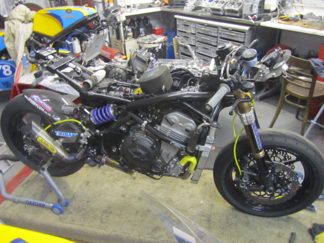 Turn A Kawasaki Versys Er6 Into A Tt Racer Givitsum From A Distance