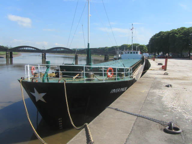 Barge 002