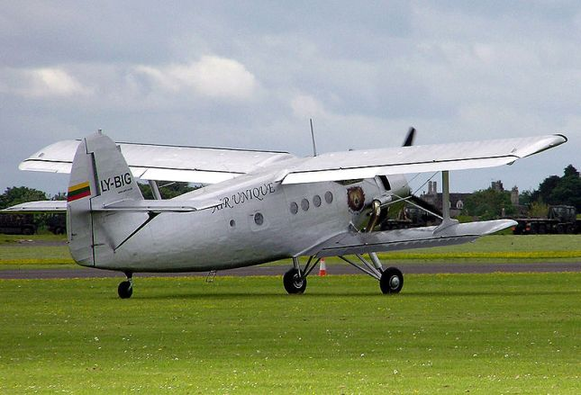800px-Antonov_an-2_ly-big_arp