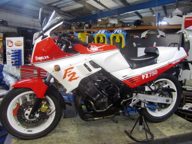 FZ750 005